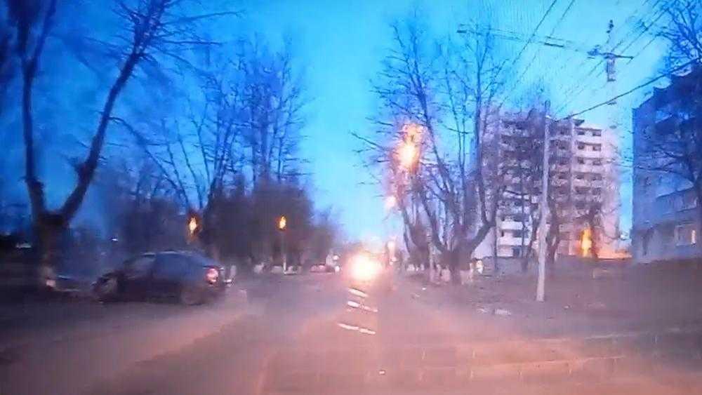 В Брянске момент страшной аварии на Почтовой улице запечатлела камера