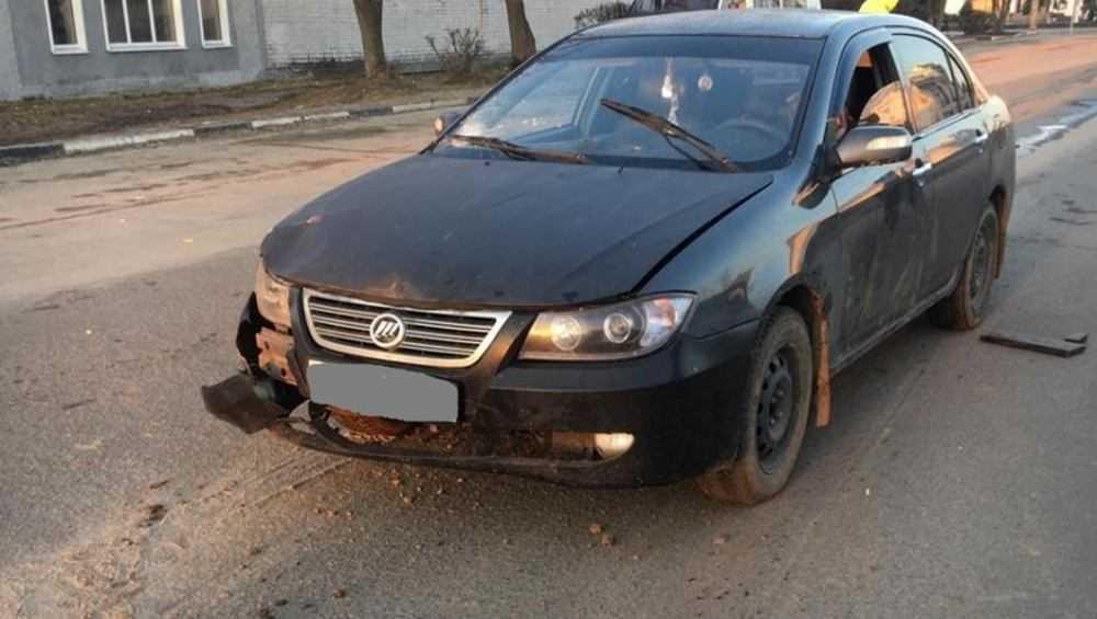 В Карачеве пьяный водитель на легковушке сбил трех женщин на дороге