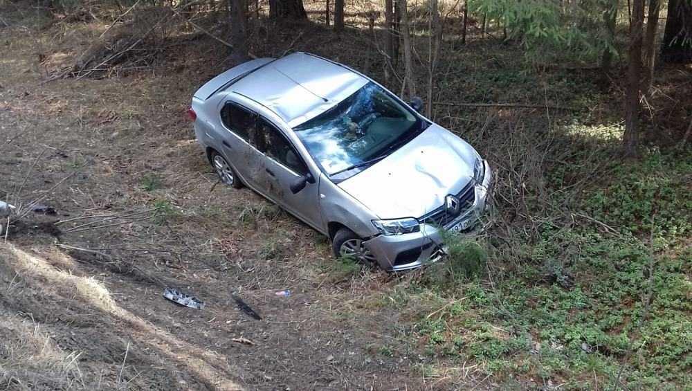 Возле Дятькова почувствовавший себя плохо водитель угодил в кювет