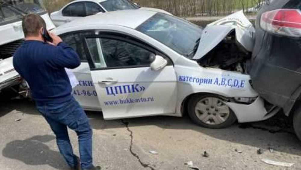 В Брянске в ДТП с 5 автомобилями пострадал 17-летний ученик автошколы
