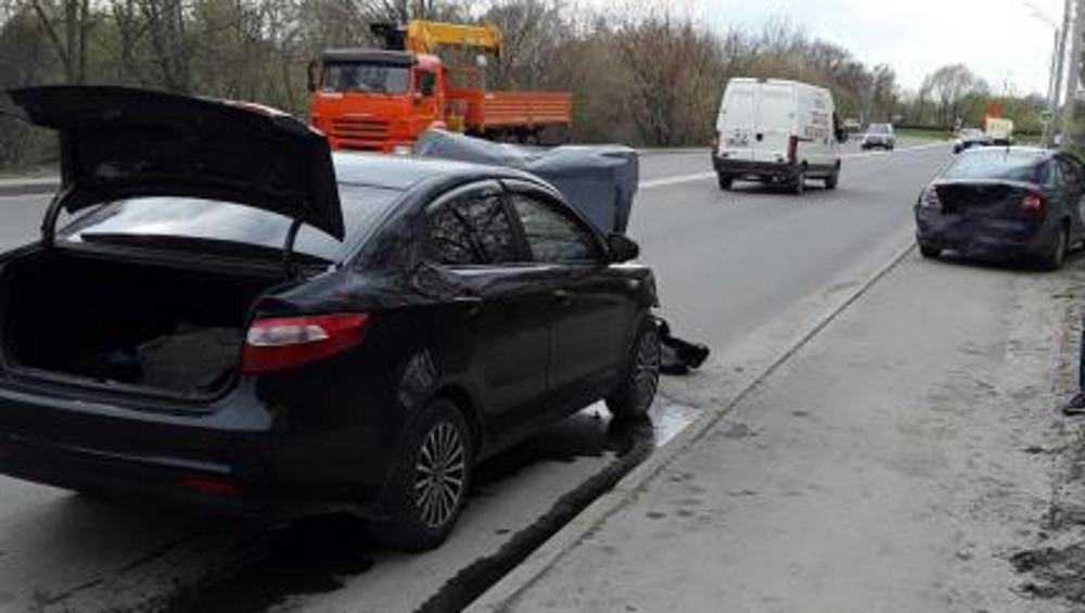 В Брянске 37-летний водитель «Киа» врезался в стоявшую на дороге машину