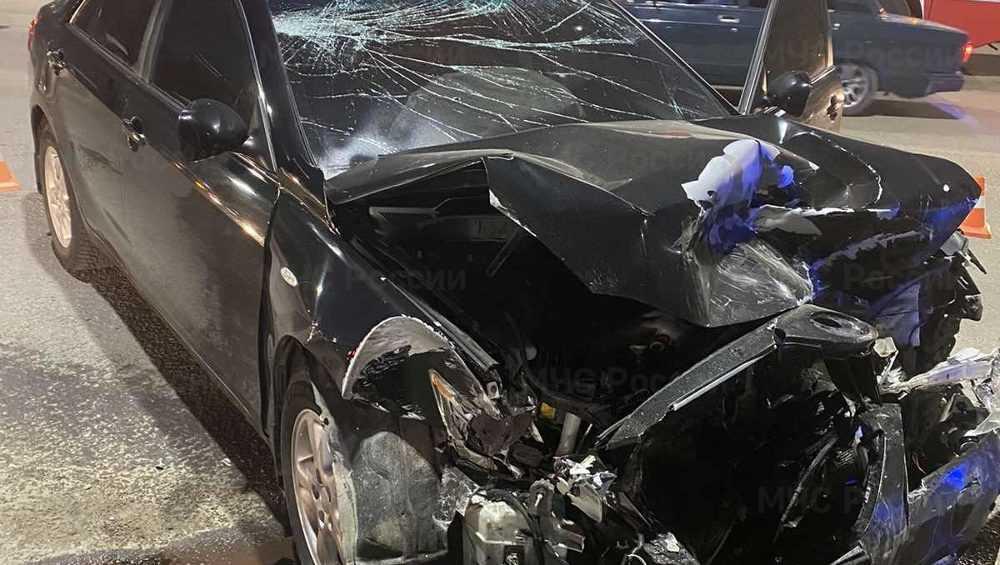 В Брянске возле железнодорожного колледжа столкнулись две иномарки