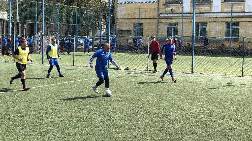 С матом и травмами: в Брянске правоохранители сразились в футбол