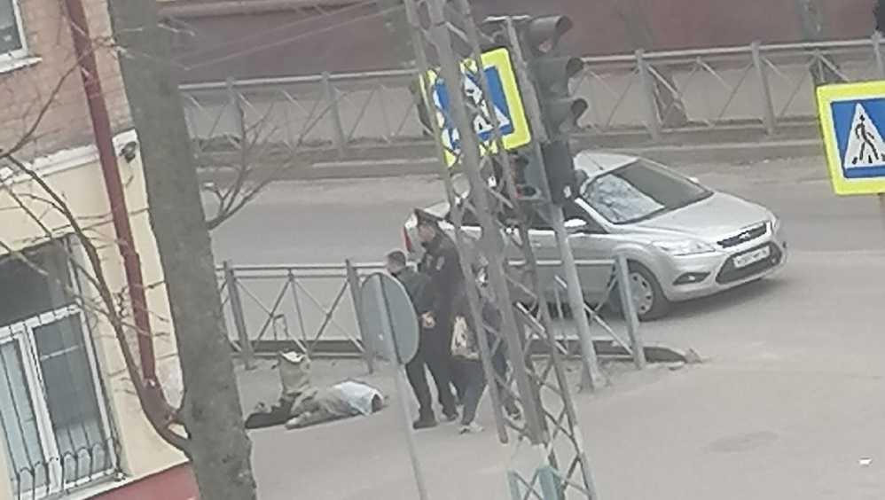 В Брянске у школы №46 обнаружили тело женщины