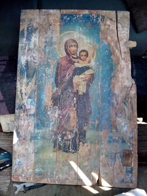 Житель Орла нашел на развалинах храма чудом сохранившуюся ценную икону