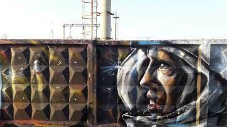Ко Дню космонавтики энергообъект «Брянскэнерго» украсили граффити космической тематики