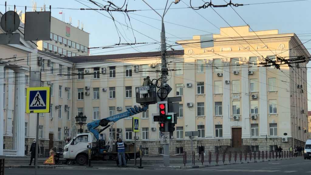 В Брянске возле ЦУМа установили новые камеры фиксации нарушений ПДД