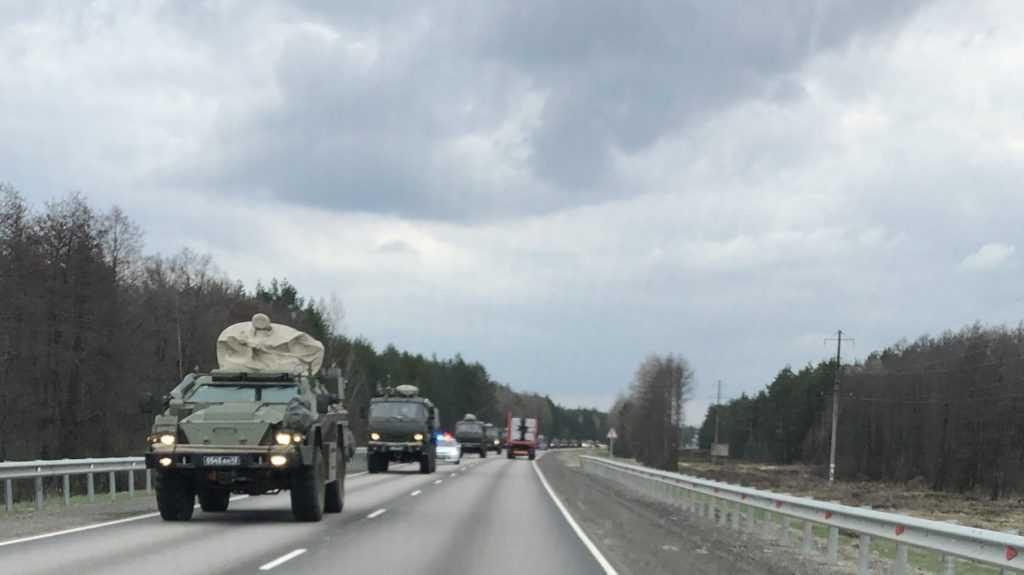 От границы в сторону Брянска прошла колонна военной техники