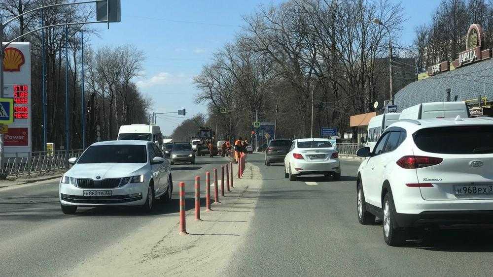 В Брянске дорожники начали убирать барханы с федеральной трассы