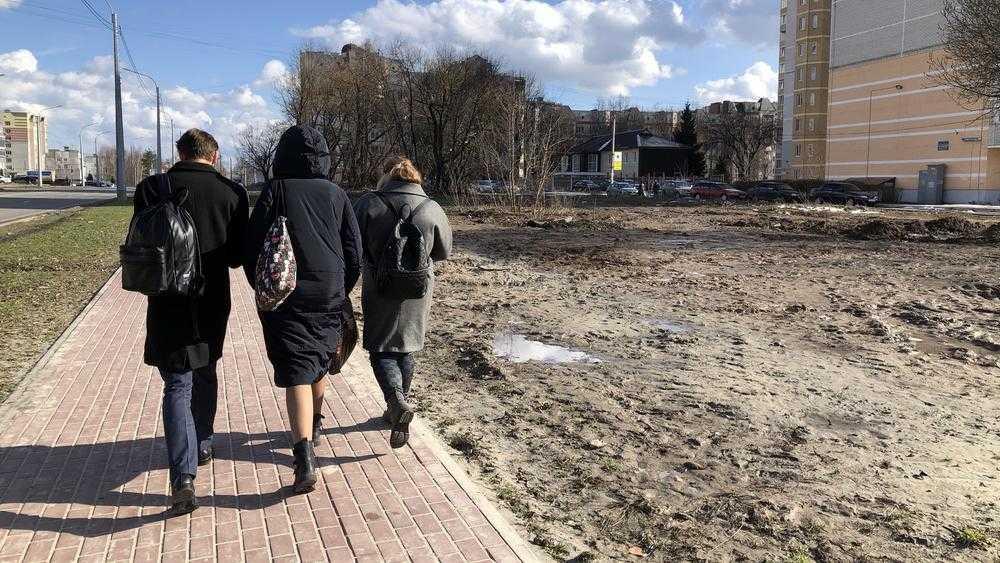 В Брянске обочины новой дороги на Советской улице стали «колхозстроем»