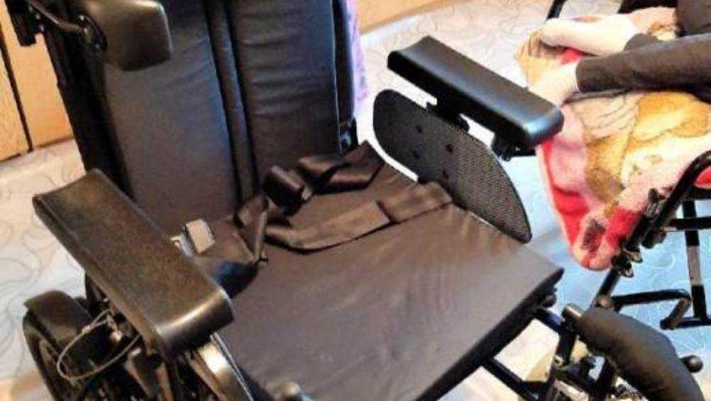 Для страдающей СМА 16-летней Кристины из Суража брянцы купили кресло-коляску