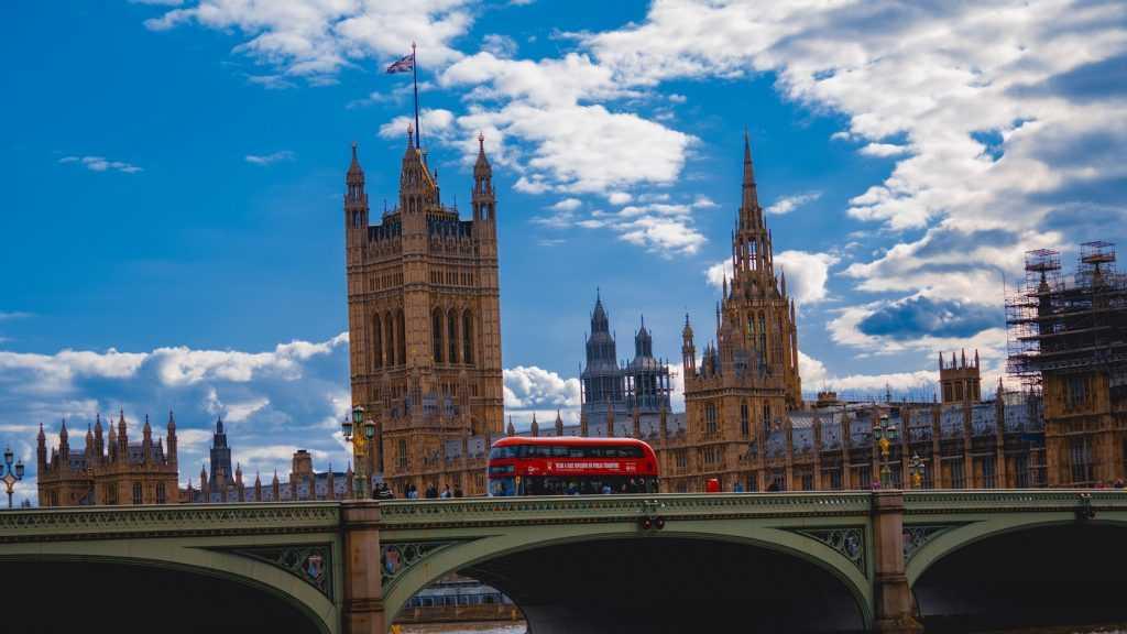 Британская контрразведка пообещала рассказать тайны слежки