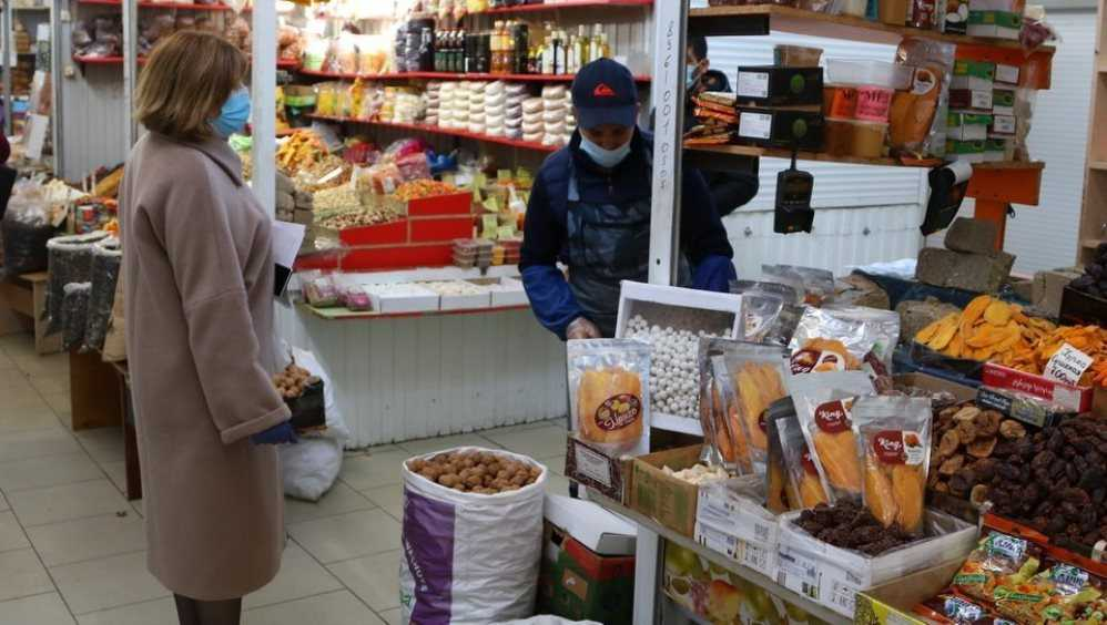 В магазинах Брянска наказали троих продавцов без масок