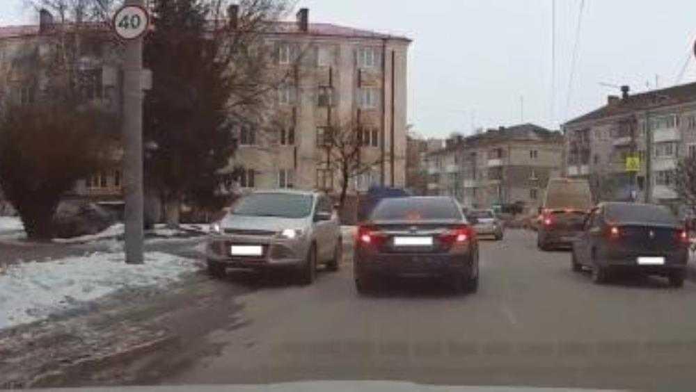 В Брянске водителя Ford наказали за опасный маневр на дороге