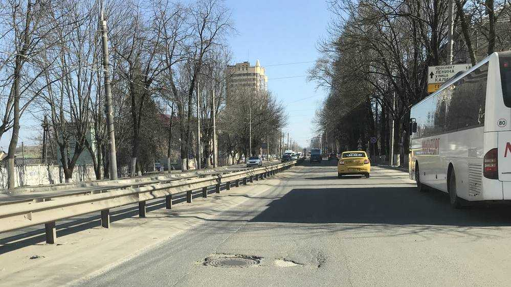 В Брянске многие дороги очистили от песка
