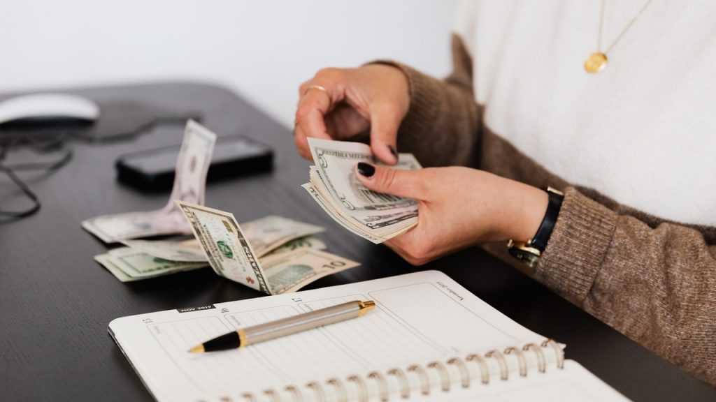 Аналитики доказали, что доллар должен стоить менее 6 рублей