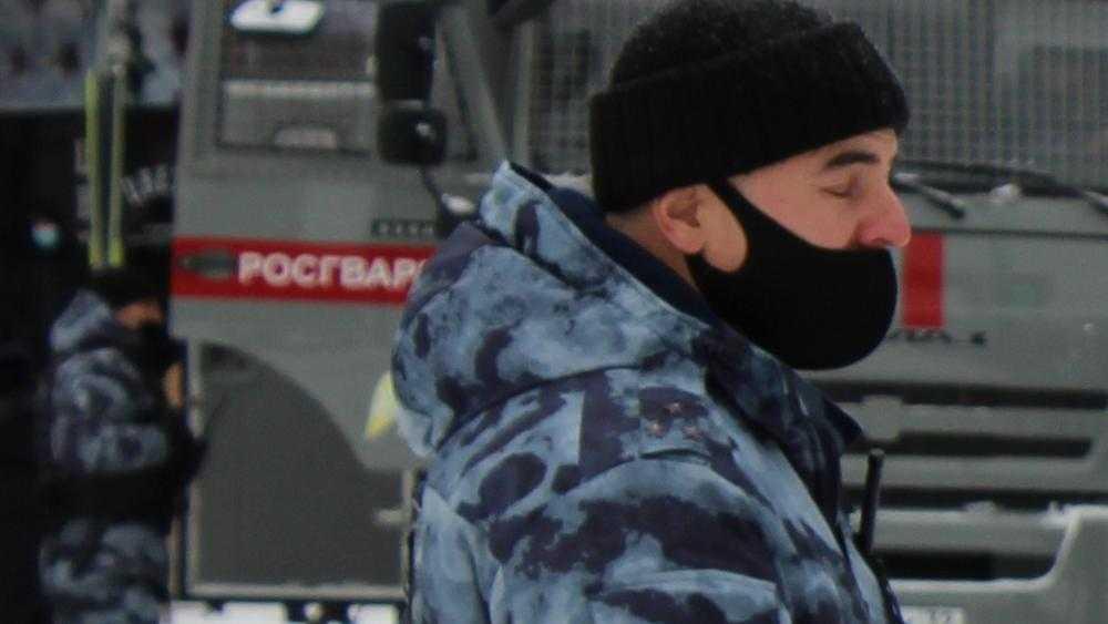 В Брянске полиция начала проверку документов участников незаконного митинга