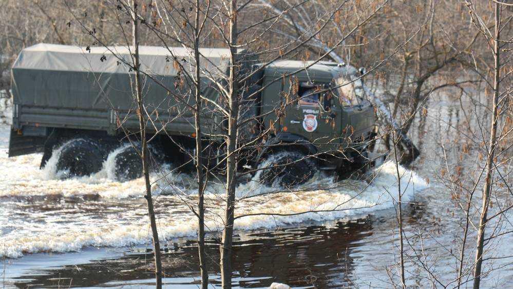 В Брянске река Десна затопила территорию банного комплекса «Бристоль»