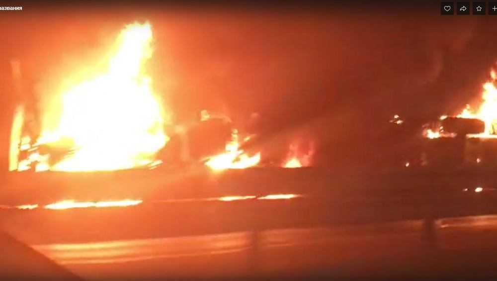 Брянец снял видео полыхавшей в огне фуры