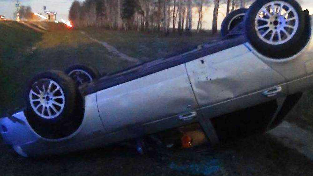 В Брянске обратились к очевидцам ДТП с перевернувшейся легковушкой