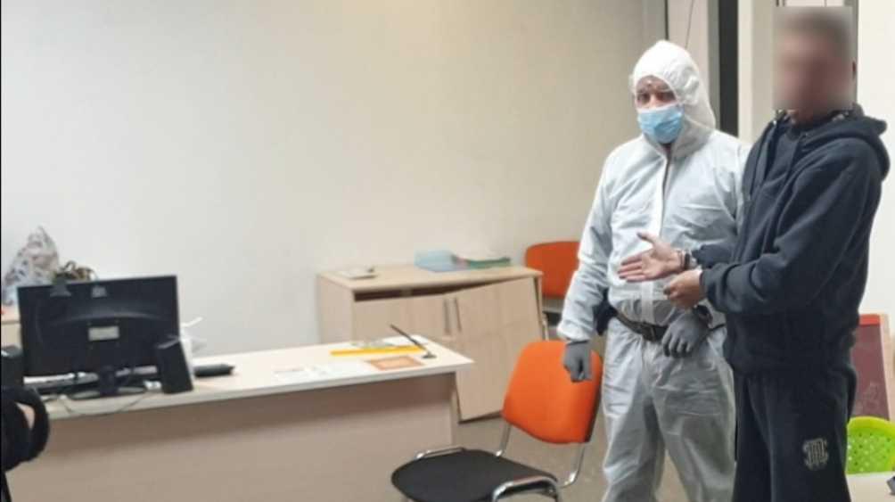 В Брянске разбойник с ножом ограбил офис микрозаймов для подарка женщине