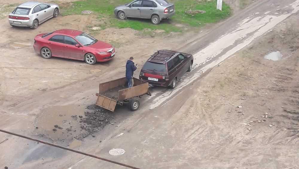 В Клинцах жители сами стали ремонтировать дороги