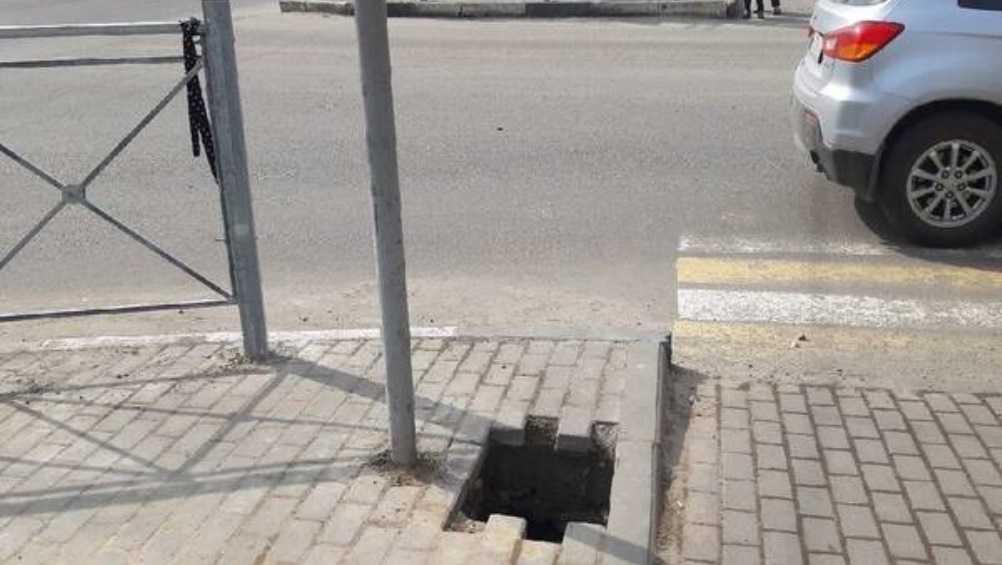 В Бежицком районе Брянска провалилась плитка возле «БУМ-сити»