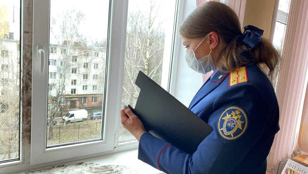 В Брянске по факту выпадения школьника из окна возбуждено уголовное дело