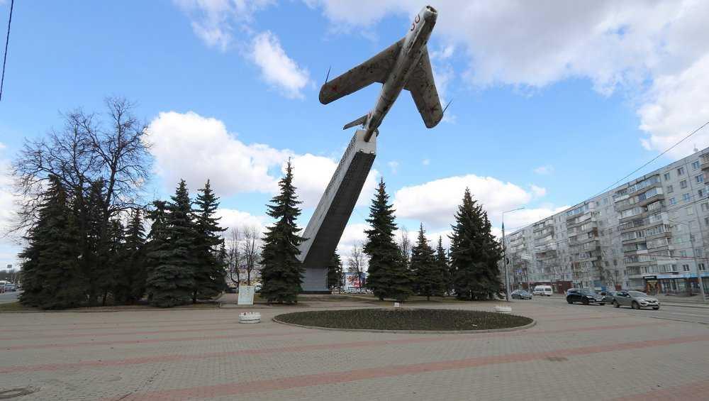 В Брянске сквер у памятника Летчикам вошел в список для голосования за благоустройство
