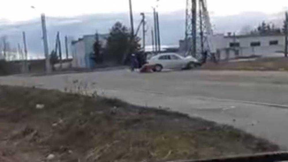 В Фокинском районе Брянска разбилась врезавшаяся в столб легковушка