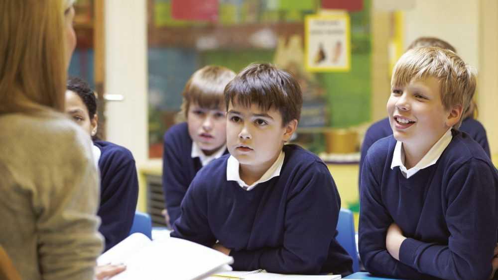 Родители брянских школьников тратят 14 тысяч рублей в месяц на репетиторов