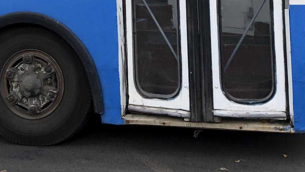 В Брянске сообщили о поисках бомбы на Телецентре в троллейбусе
