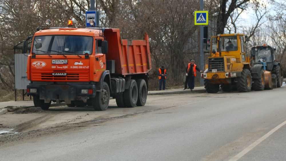 В Брянске с дорог вывезли 11 600 тонн ставшего грязью пескомёта