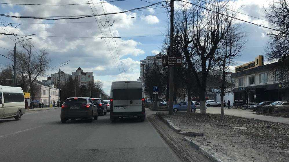 Жители Брянска потребовали очистить дороги от песка