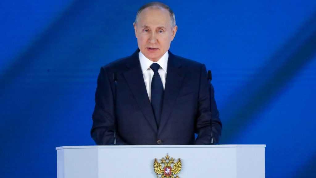 «Крутятся всякие мелкие Табаки»: Путин предостерег от приближения к «красной черте»