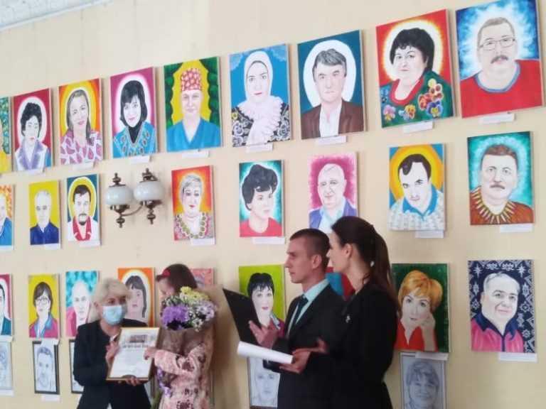 Портеры брянских врачей оказались на печальной выставке