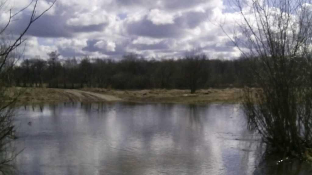 Первый канал рассказал о затоплении дорог в Брянске и Ходаринке