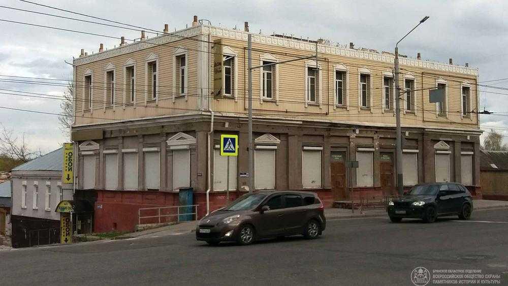 В Брянске под угрозой разрушения оказался исторический дом на улице Калинина