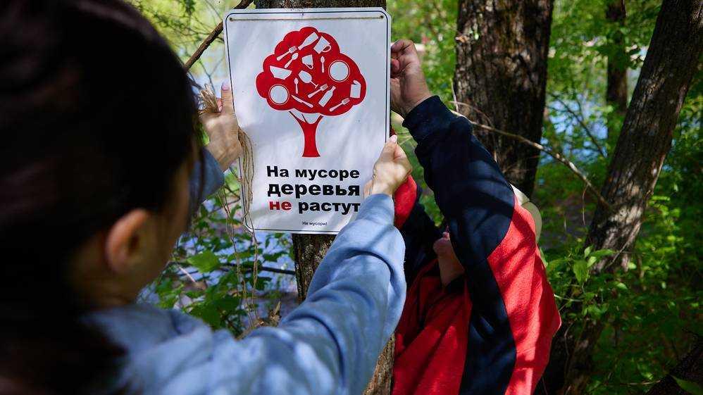 Жители «Деснаграда» вышли на субботник