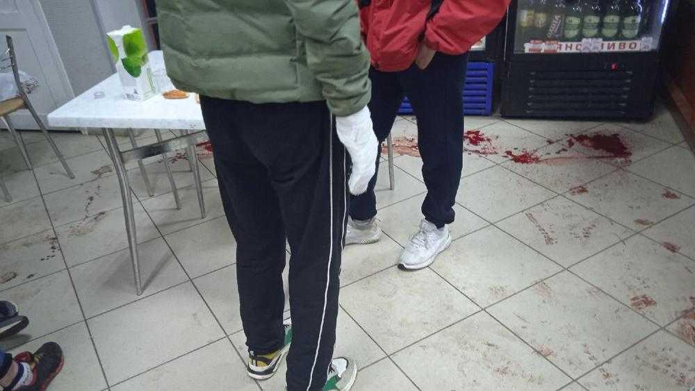 В Клинцах в ночном клубе ножом ранили молодого мужчину