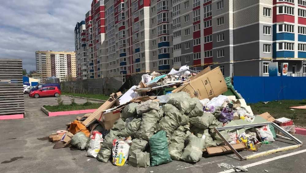 В Брянске убрали большие горы мусора на улице Войстроченко