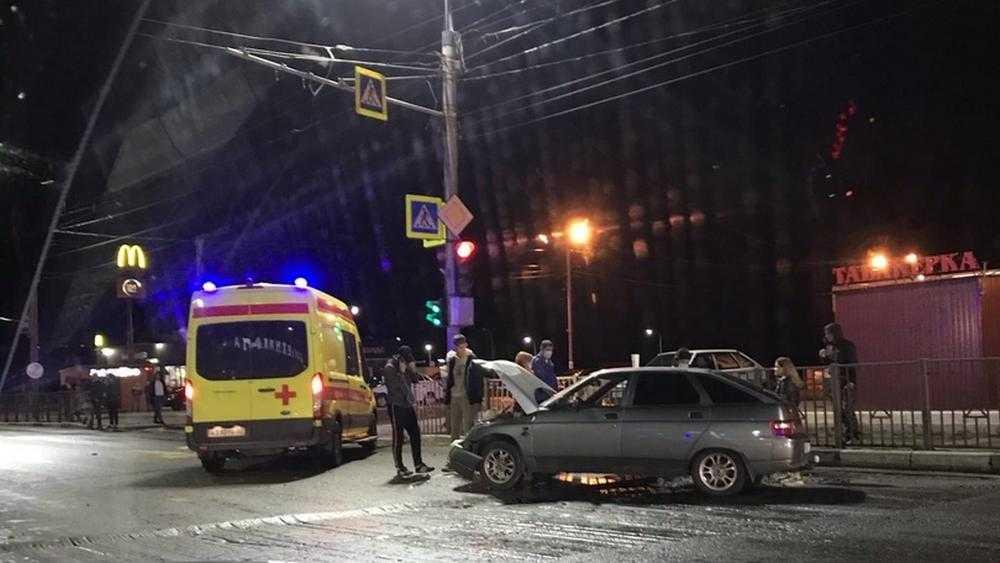 В Бежицком районе Брянска автомобиль врезался в забор