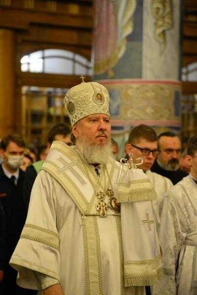 В праздник Христова Воскресения Митрополит совершил Пасхальное богослужение