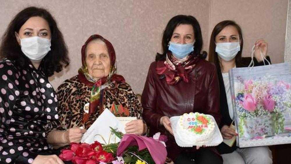 Президент России Путин поздравил брянскую пенсионерку со 100-летием