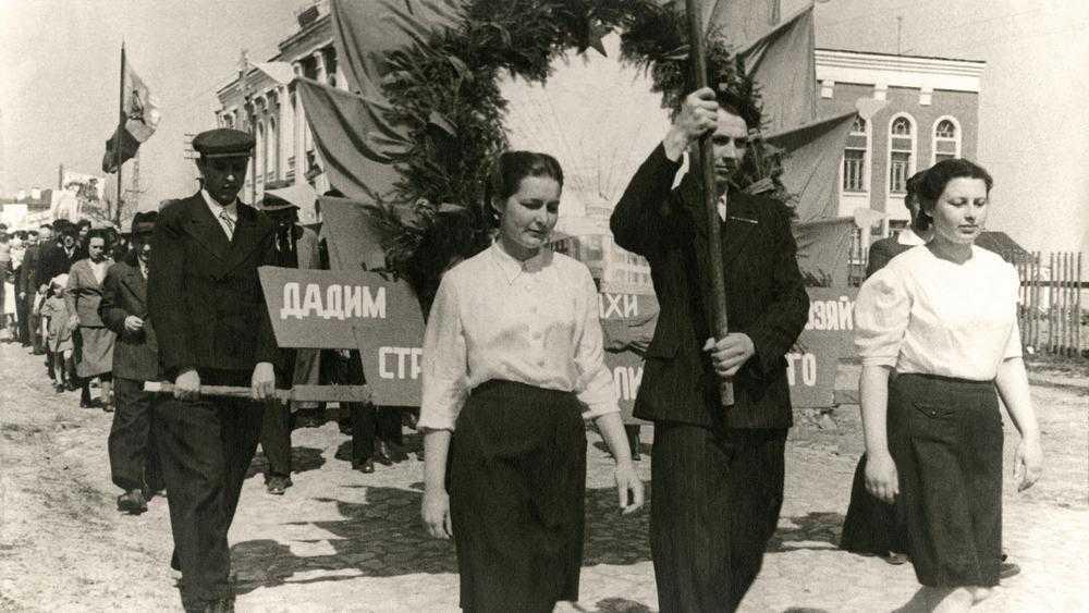 Опубликовано фото прошедшего 99 лет назад парада в Брянске