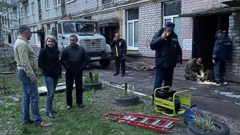 Власти Брянска помогли жильцам дома с поликлиникой, где случился пожар