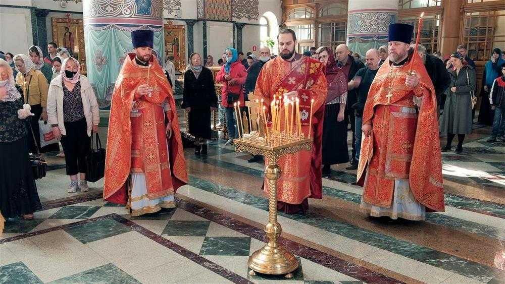 В брянском соборе прошла панихида по погибшим при стрельбе в Казани
