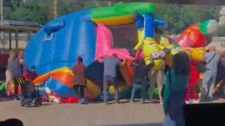 В Алтае из-за опрокидывания батута пострадали две девочки