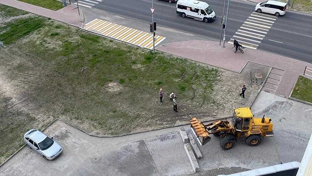 В Брянске въезд во двор дома на Советской улице перекрыли бетонными блоками