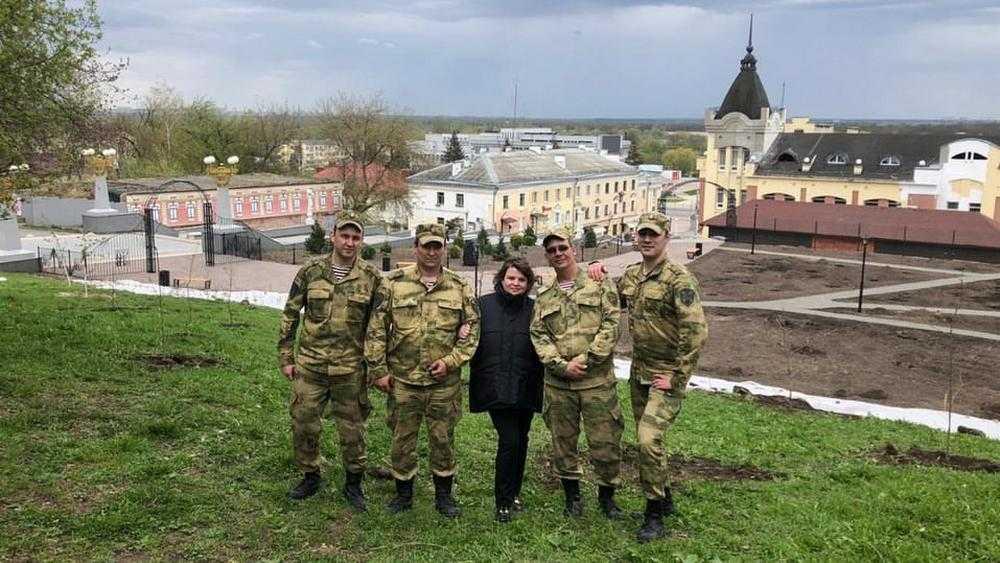 В Брянске росгвардейцы при силовой поддержке Марины Дбар высадили 12 дубов